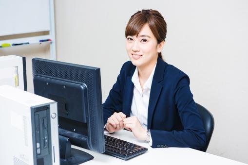 オフィスの女性社員3の写真