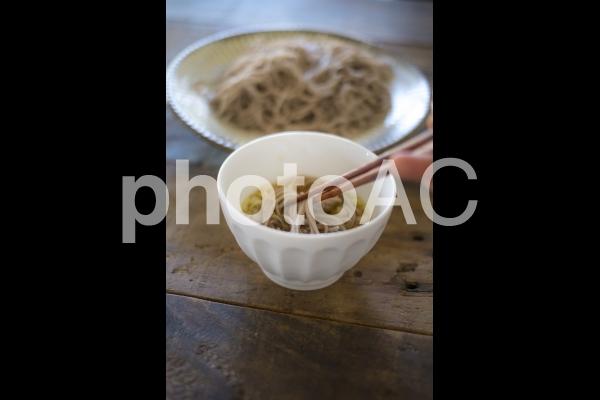 ザル蕎麦を食べるの写真