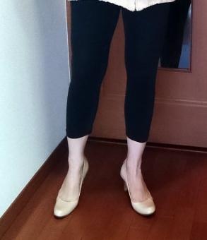 レギンス スパッツ チュニック ファッション パンプス 黒 ベージュ 足 脚 足首 服装 ボトム