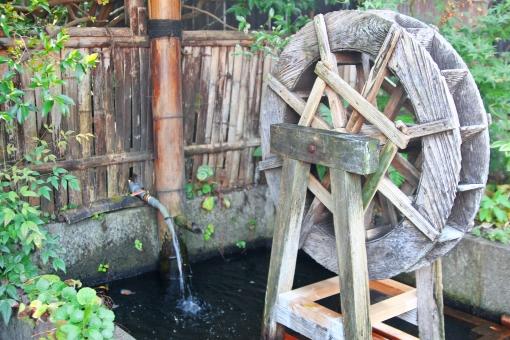水車 水 水量 夏 初夏 水路 用水路 古民家 屋敷 木造 木 風景