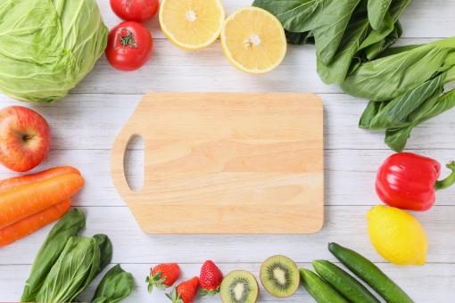 まな板と野菜の写真