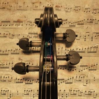 バイオリン ヴァイオリン ヴィオラ ビオラ 楽器 弦 チェロ 巻く 糸 ペグ 木 楽譜 音楽 音 アンティーク 紙 音符 仕組み 渦巻き 糸巻き 弾く 演奏 セピア 古い 背景 テクスチャ
