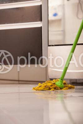 掃除 モップをかける27の写真