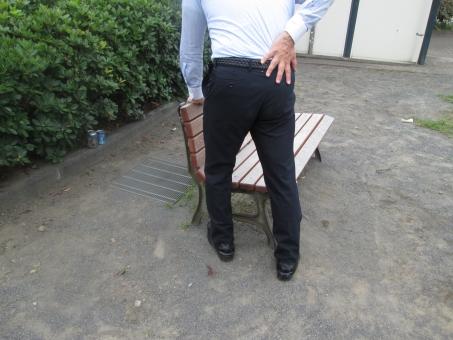 腰痛 筋肉痛 男性 疲労 ヘルニア ぎっくり腰 体調不良 ビジネスマン サラリーマン 腰 痛み 痛い 苦痛 悶絶 苦悩 整体 打撲 捻挫 負傷 胃痛
