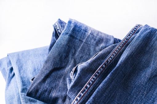 ジーンズ ジーパン Gパン デニム 柄 無地 生地 裾 布 布地 折り畳み 畳む ファッション パンツ 縫い目 ミシン 3足 足 脚 服装 服 ズボン 青 ブルー 紺 紺色 ネイビー 裁縫
