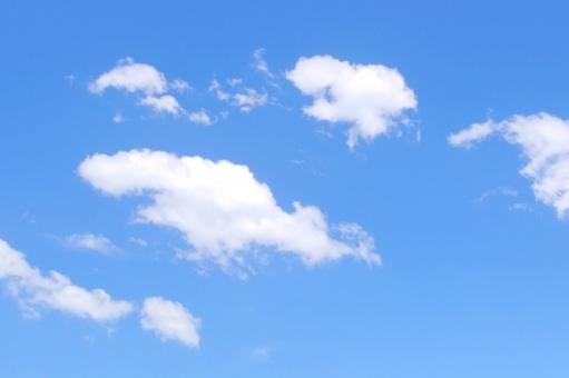 青い空 空と雲 秋空 イメージ コピースペース テキストスペース テクスチャー 五月晴れ もくもく ふわふわ お天気 明るい 昼 清々しい 綿雲 わた雲 晴天 白色 青色 バッググラウンド 外 雲 晴れ 屋外 バック 素材 白 爽快 バックグラウンド 爽やか 水色 青 エコ 環境 ブルー テクスチャ 気象 さわやか ブルースカイ バックグランド 背景素材 バックイメージ 背景デザイン 壁紙 透明感 グラデーション 風 そよ風 真夏 初夏 春 スカイブルー 天空 日中 天気 大空 光 快晴 景色 空 青空 白い雲 夏 風景 夏空 夏雲 スカイ クラウド 自然 背景 背景画像 背景写真