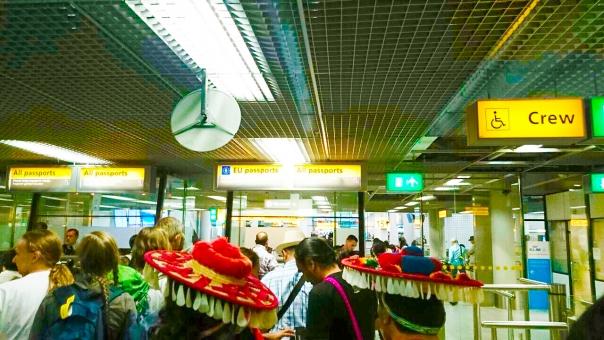 パスポート 空港 海外 飛行場 飛行機 外国 外国人 旅行 オランダ アムステルダム 外人 人 帽子 ヨーロッパ EU 男性 女性