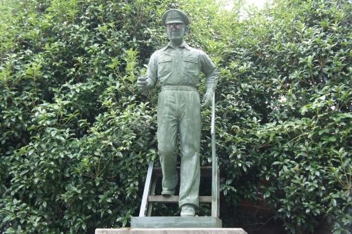 マッカーサー マッカーサー元帥 ダグラス・マッカーサー ghq 戦後 終戦 吉田茂 厚木飛行場 銅像 軍人