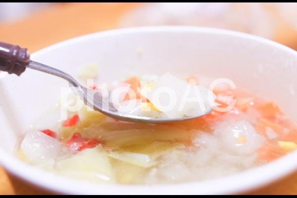 野菜たっぷりのコンソメスープ2の写真
