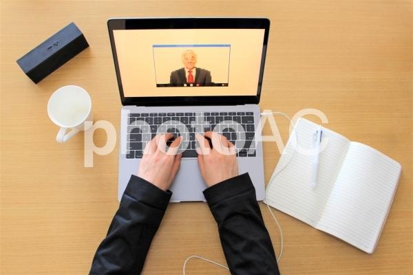 オンライン授業と仕事の写真