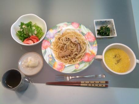 介護食 健康食 バランス食 夕食 老人食 スパゲティ スープ コーン 管理栄養士 調理師 献立 メニュー レシピ 配膳 病院 パスタ 料理 盛り付け 表