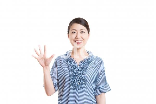 日本人女性 白背景の写真