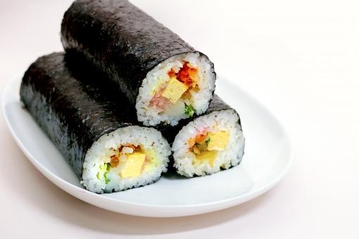 恵方巻き 節分 豆まき 鬼の面 福まき 巻き寿司 まきずし 巻寿司 太巻き 太巻き寿司 刺身 行事 2月3日 風習 伝統行事 食品 食べ物 のりまき 海苔巻き