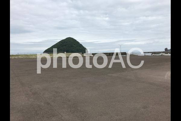 島と曇天の写真