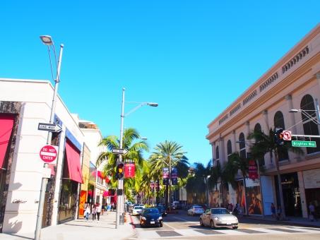 海外 外国 アメリカ ロス ロサンゼルス ロデオドライブ 街並み 町並み 建物 ビル 空 青 道 道路 車 自動車