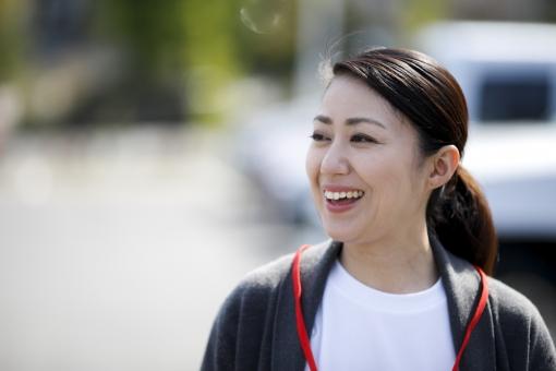 女性 笑顔 医療の写真