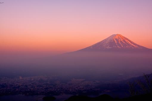 富士山 新道峠 赤富士 世界遺産 世界文化遺産 日本一 コピースペース 夕焼け 雲海 雪 空 河口湖 登山 山頂 自然 風景 絶景 年賀状 美しい 綺麗 山梨 夕景 富士五湖 山