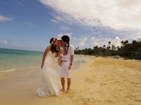 子供 キス 愛情 愛してる 愛 抱っこ だっこ 結婚式 結婚 砂浜 ハワイ hawaii ワイキキ