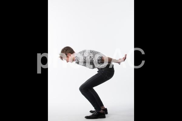 ポーズを取る男性24の写真