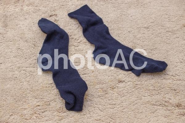 脱ぎ捨てられた靴下2の写真