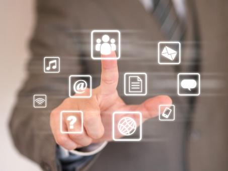 ビジネスマン ビジネス オフィス インターネット ソーシャルネットワーク SNS タッチパネル アプリ ネットワーク ネットビジネス IT 情報化社会 デジタル ダウンロード インストール つぶやき ツイート つながる スマホ スマートホン タッチ 画面 ビジネスイメージ 指 クエスチョン アイコン アットマーク 音楽 アプリケーション メール