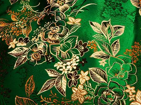 布 生地 中国 中国風 中華 中華風 チャイナドレス 絹 シルク サテン レーヨン ポリエステル 化学繊維 刺繍 花 植物 模様 柄 繊維 光沢 アジア 素材 背景 バックグラウンド テクスチャ 緑