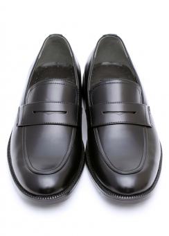 シューズ 靴 革靴 革 レザー 革製品 履物 雑貨 黒 ブラック ビジネス ビジネスシューズ メンズシューズ ペア 一足 メンズ 紳士靴 男物 男性用 男 ファッション ゴム 余白 アップ 紐なし 人物なし クローズアップ 白バック 白背景 白 背景 無人 スタジオ撮影