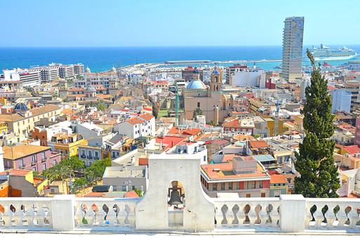 外国風景 外国 海外 スペイン ヨーロッパ  バレンシア バレンシア地方  地中海 リゾート   観光地 旅行 観光  風景 景色 名所 空 青空  スペインの町並み ホテル 海 絶景 バケーション 屋根 民家 晴天 青い海