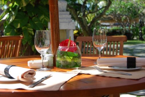 テラスで食事の写真