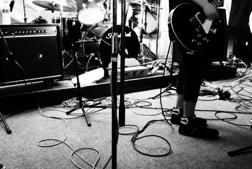 ギター ベース ドラム バンド ライブ アンプ スタジオ モノクロ 白黒 音楽
