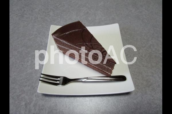 チョコレートケーキ(フォーク付き)の写真