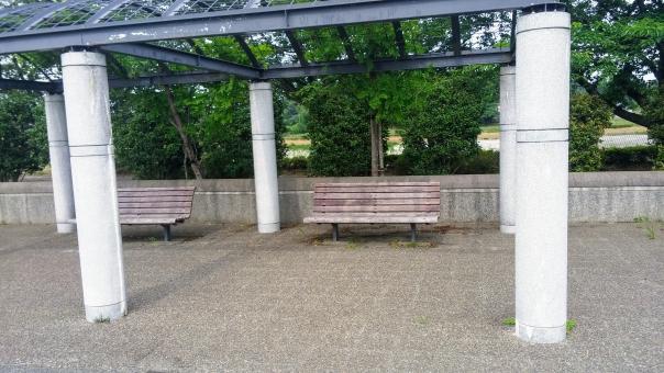 公園ベンチの写真