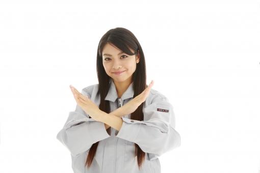人物 日本人 女性 女の子 20代  モデル かわいい 美人 ロングヘア 作業服  作業着 スタジオ撮影 白バック 白背景 仕事  技術職 ガテン系 作業員 両手 ばつ バツ クロス ダメ 駄目 NG 失敗 禁止 反対 拒否 合図 ジェスチャー 上半身 mdjf019