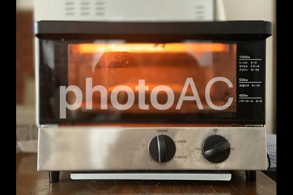 パンを焼くトースターの写真
