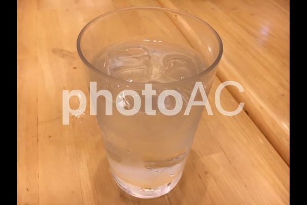 コップの水の写真