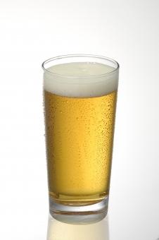 ビール 水滴 冷たい 冷えたビール ビールのシズル ブルー パターン グラス 背景 のどごし
