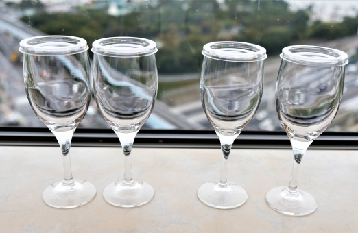 四つのワイングラスの写真