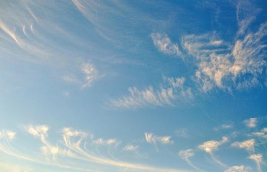 背景 背景画像 背景素材 バック バックグラウンド 壁紙 テクスチャ グラデーション 空 大空 雲 青空 爽やか 快晴 晴れ 好天 background texture gradation wallpaper sky cloud 青 blue お天気 太陽光 uvカット 紫外線 空気 お出かけ日和 行楽日和 水色 おだやか 白い雲 平和 暖かい 日差し 天日干し 布団を干す 見上げる 清々しい 晴れ渡る ポカポカ陽気 ぽかぽか陽気 初夏 小春日和 屋外 野外 昼下がり 上空 洗濯日和 白 広角 爽快 積乱