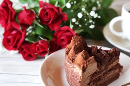 チョコレートケーキ 赤いバラ コーヒー バラ ケーキ 花 薔薇 デザート お菓子 スイーツ 洋菓子 食べ物 植物 ばら 花びら チョコレート おやつ 焼き菓子 甘い コーヒーカップ 飲物 赤い花 赤 赤色 赤い薔薇 ローズ バレンタインデー 飲み物 クローズアップ おいしい 花束 美しい きれい ブーケ ホワイトデー 綺麗 フラワーアレンジメント バレンタイン
