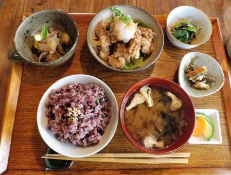 ランチ 昼食 ヘルシ- 健康食 雑穀米 玄米 五穀米 身体に良い 中高年