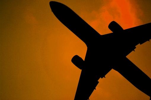 ポップ アート 美術 芸術 飛行機 デザイン ジェット エンジン オレンジ 色 鮮やか クール かっこいい アーティスティック 空 青 飛行 航空機 飛行場 飛び立つ 動く 運動 レトロ 古い ビジネス お金 旅 旅行 海外 国内