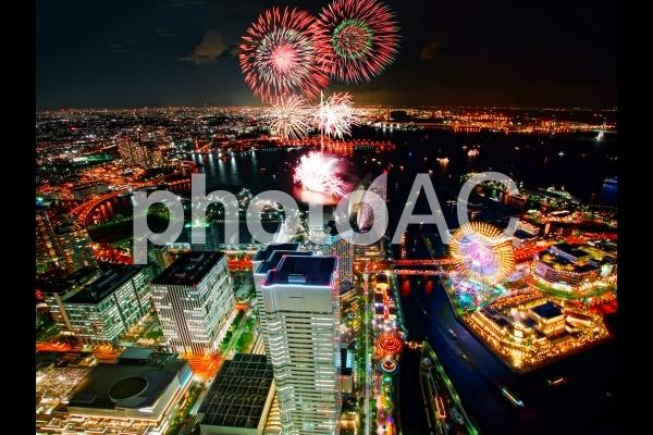 横浜開港祭の花火(ランドマークタワーから)4の写真