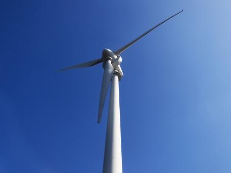 風力発電 エコ 青 再生可能エネルギー 電力自由化 発電 真上