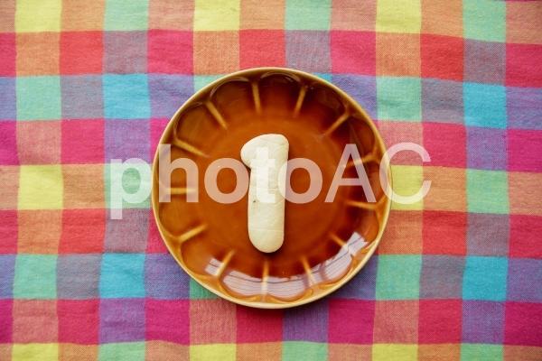 1クッキー 茶色いお皿の写真