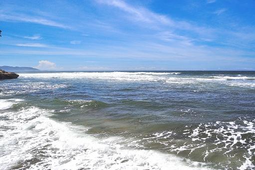 海 波飛沫 青空 青 白 雲 入道雲 泡 背景 湘南 海岸 きらきら 青空 海 水平線 風景,景色,自然,海面,海,波,水面,輝き,キラメキ,キラキラ,光,反射,幻想的,抽象的,ヒーリング,癒し,模様,夏,思い出,質感,一面,背景,バックグラウンド,青,ブルー,マリンブルー, うみ,海,海岸,海辺,浜,砂浜,景色,風景,自然,爽やか,湘南,神奈川,ビーチ,波,飛沫,しぶき,海面,水面,水,風,海水浴,夏,リゾート,癒し,環境,空,雲,サーフィン,サーファー,ボード,人物,早朝,爽やか,スポーツ