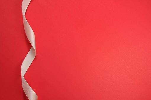 バレンタイン ヴァレンタイン バレンタインデー バレンタインデイ ヴァレンタインデー ヴァレンタインデイ イベント 2月14日 雑貨 小物 赤 赤背景 切り抜き シンプル リボン テープ リボンテープ ワンポイント チャーム 螺旋 ループ 手芸 手芸材料 手芸用品 サテンリボン