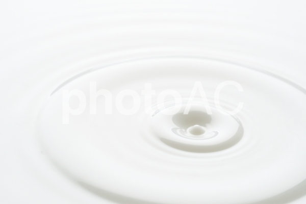 ミルクの波紋の写真