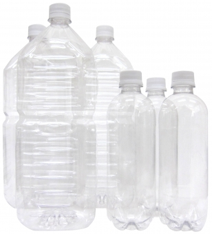 ペットボトル500mlと2L(ゴミ問題・環境問題)の写真