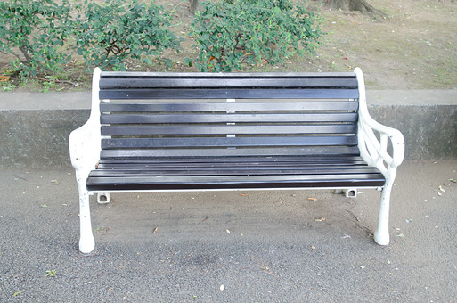 椅子 イス いす ベンチ べんち 長いす 長イス 長椅子 腰掛け 休憩 休む 自然 公園 座る 家具 設備 散歩 休日 公共 植物 屋外 外 野外 くつろぐ 公共