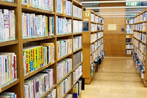 図書館 絵本 児童書 雑誌 資料 情報 静か 本棚 整理 整頓 棚 並んだ 学ぶ 教育 調べる 趣味 建物 施設 書庫 アーカイブス アーカイブ 本 収蔵館 ライブラリー 図書 文庫 ライブラリ 並んだ本 書籍 並んだ書籍 図書館内 図書館の中 ブック 書物 書 整理整頓 公立図書館 並ぶ ならぶ 整列 静粛 昼休み 立ち読み 区立図書館 規律 本だな 遠近法 一点透視法 奥行き 奥行 パースペクティブ 線遠近法 放射線 放射線構図 放射状 放射状構図 構図 奥行き感 立体 立体感 透視画法 背表紙 図書館に並んだ本 bt23 無人 秋 読書 読書の秋 司書 図書館司書 休日 勉強 受験 知 知力 知識 学力 学習 自習 自学 知恵 資格 受験勉強 資格試験